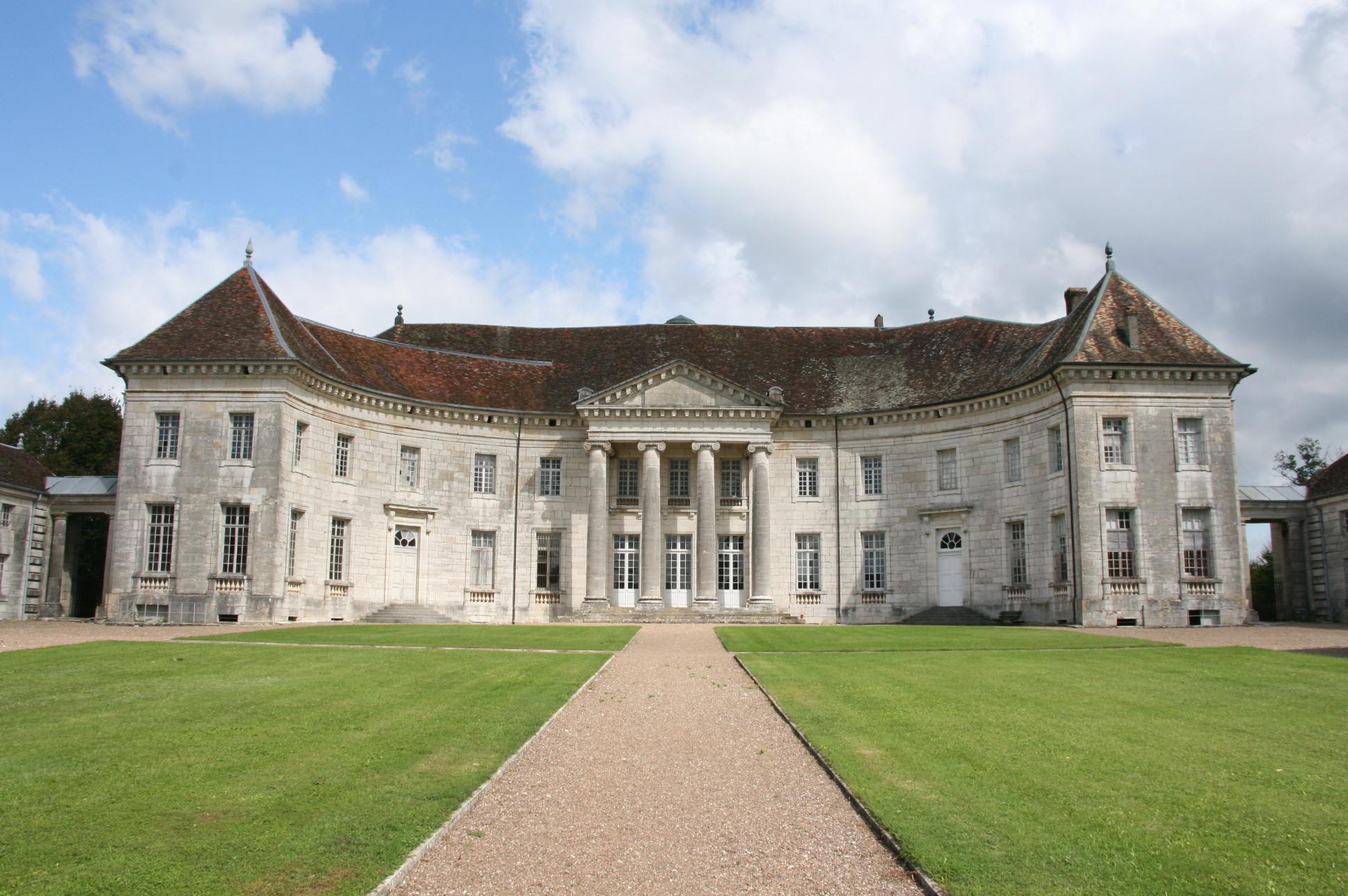 L'entrée du château vue de face